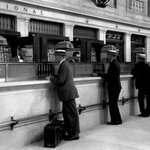 Union Station ticket counter #Toronto 1927 fr #CN coll @SciTechMuseum Archives @Torontounion @TOhistoricsites https://t.co/gLeQbxOFgx