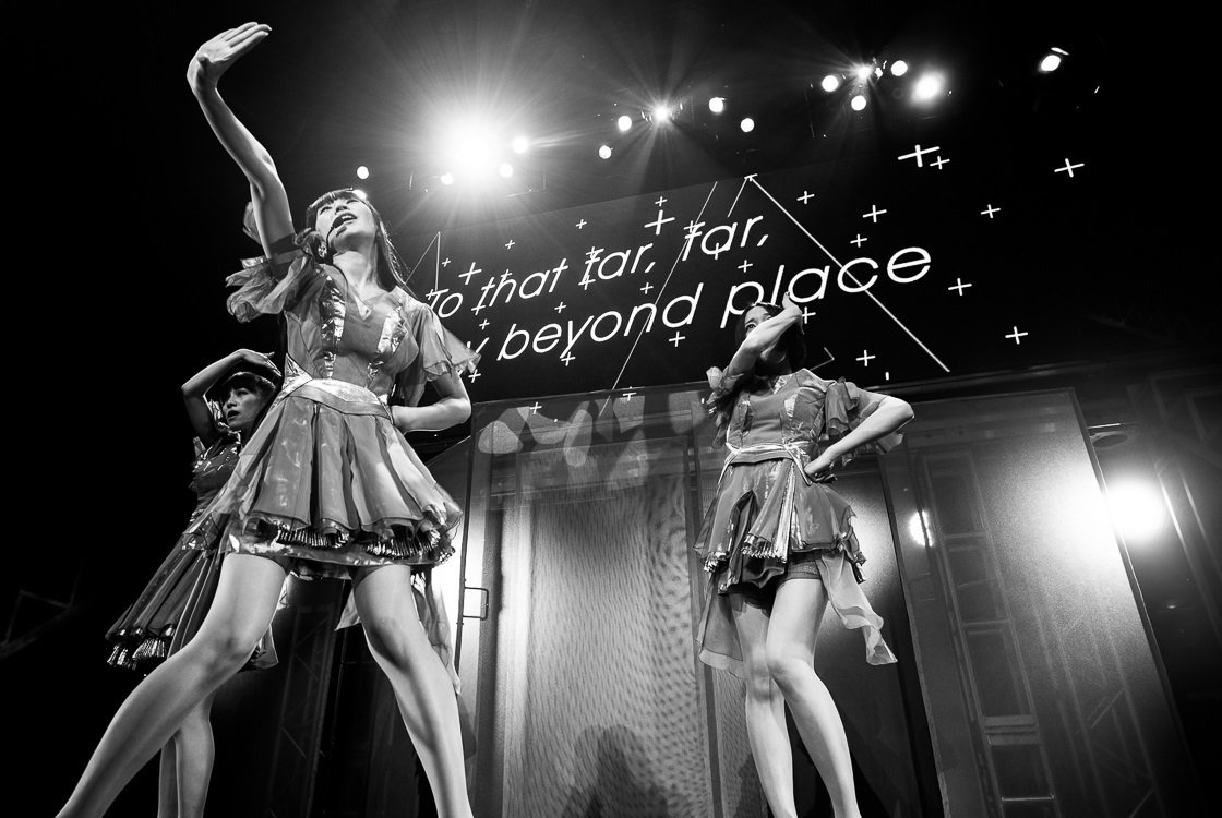 Photos: @Perfume_Staff dazzle at the Warfield https://t.co/fHrsngFm9d https://t.co/tnOaSIcvr5