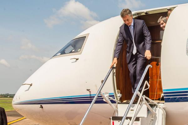 Resultado de imagen para Con la mira puesta en las inversiones, Macri inicia su gira por Qatar y China