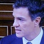 Pedro Sánchez tiene mala cara. Es lo que pasa cuando madrugas después de mucho tiempo... #investiduraRajoy https://t.co/5xZs2h5k6Q