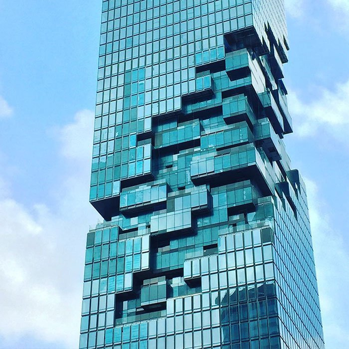 タイで一番高いビルがオープンしたそうな。でこんなビル。 https://t.co/PfZ1fBTg3X