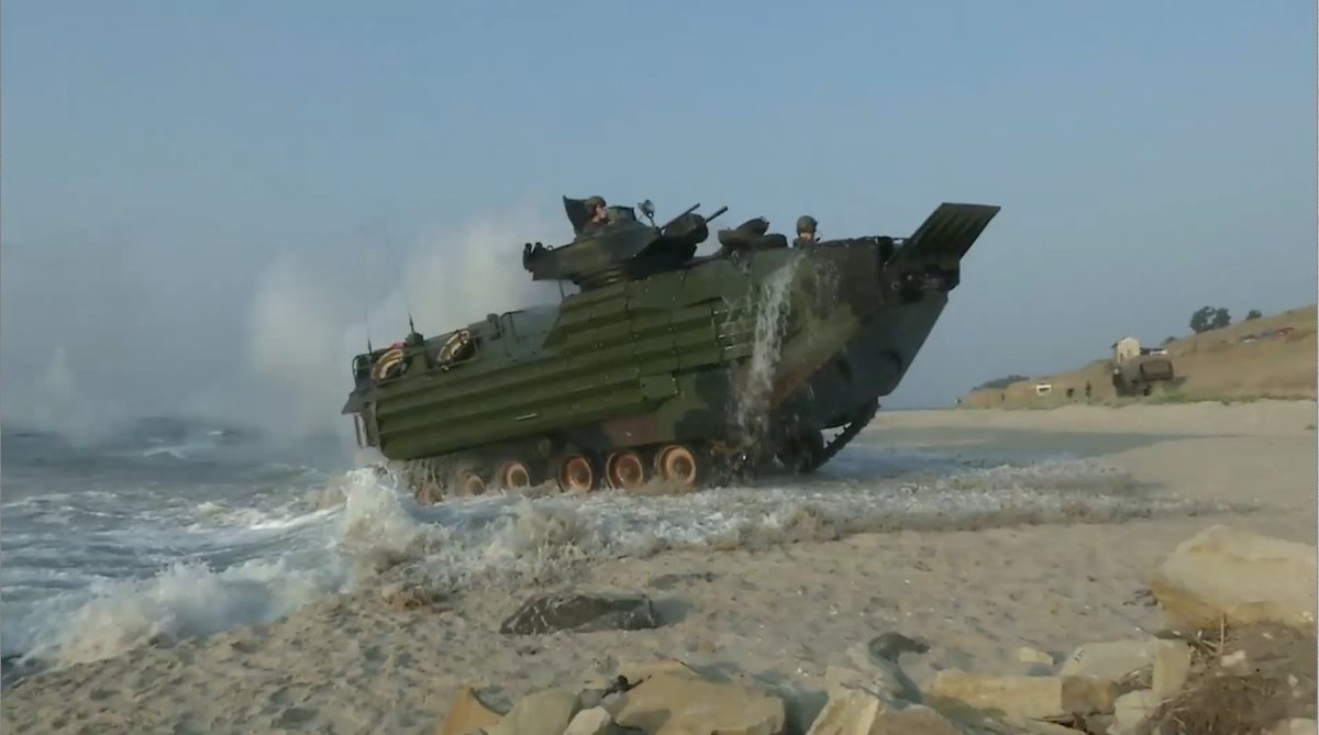 US Marines perform their first ever amphibious landing in #Ukraine alongside their Ukrainian allies in the Black Sea https://t.co/RqfQcWX5kH