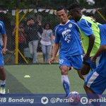 Latihan, mengawali persiapan hadapi Sriwijaya FC #PERSIB di Lapangan Ciujung sampai jam 18.00 WIB https://t.co/6PTrvNx6dc