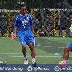 Dua pemain tengah #PERSIB #pantherenergypersib https://t.co/H8LDqorECi