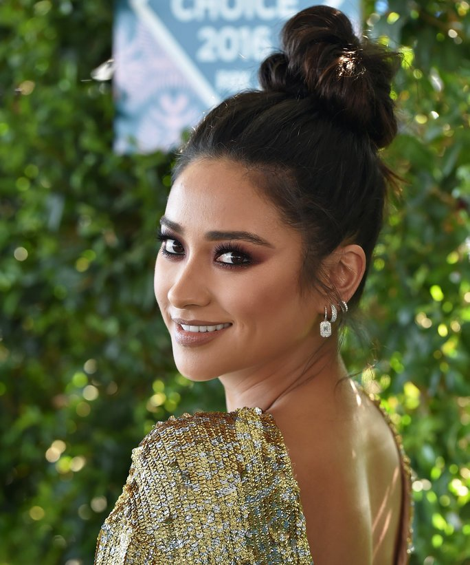 InStyle @InStyle: .@ShayMitch takes the high ponytail to new heights: https://t.co/OPsk0n6SGx https://t.co/5e1aVq4eJO