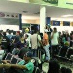 Impiden la salida de autobuses desde el terminal de San Cristobal (Fotos) https://t.co/r1v8L7RSI2 https://t.co/X4LHG4UD0d