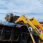 Remoción y bote de escombros Palo Gordo mcpio Cárdenas #ChavismoEsCalleYPaz cc @VielmaEsTachira @OscarAlvarez01 https://t.co/taHBOTAPMT