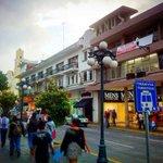 #FelizMiecoles hoy es un gran día para descubrir #Xalapa con grandes callejones coloridos y floridos.  #DescubreXL https://t.co/5Z2q79tUUj