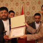 تكريم الأخ محمد علي الحوثي رئيس اللجنة الثورية تقديراً لجهودة التي بذلها في الفترة الماضية . نظمتها وزارة الاتصالات. https://t.co/TITkrz2lHs