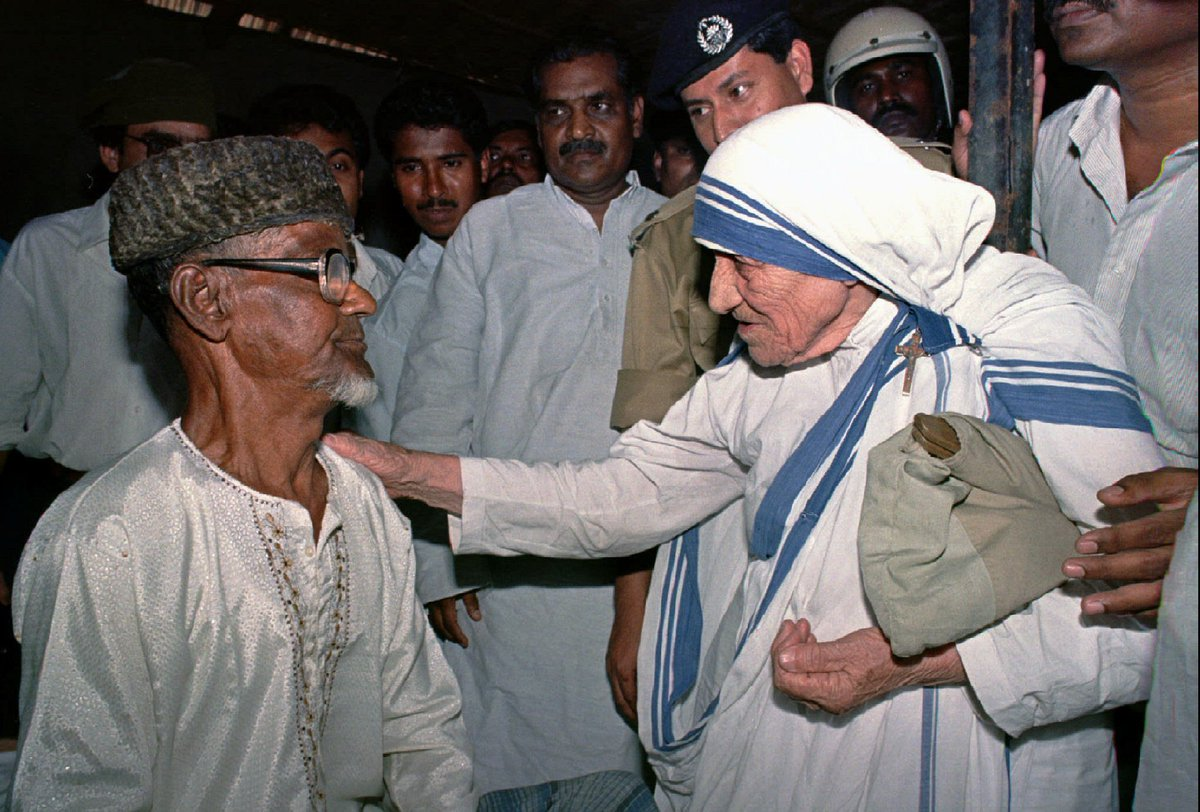 Mother teresa, a nun who dedicated her life to helping the ... Mother Teresa With The Poor