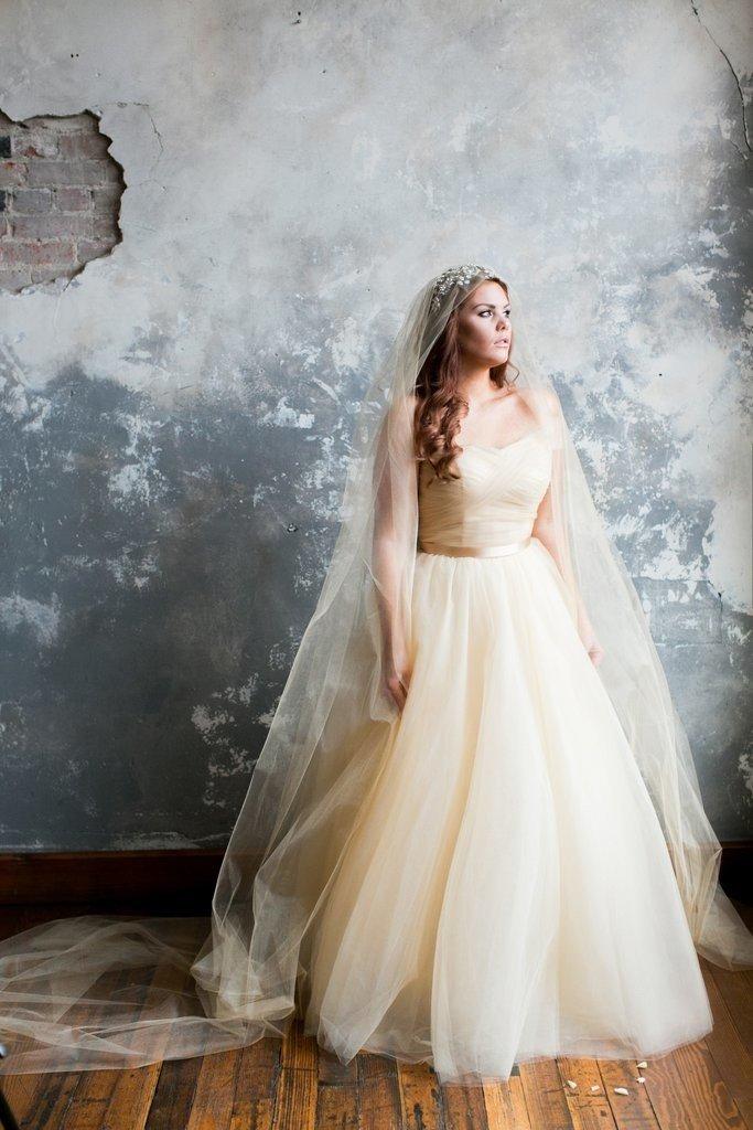 К чему снится ходить в свадебном платье