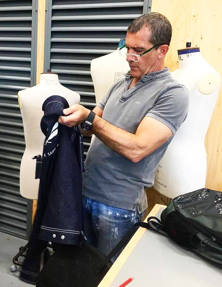 #WednesdayWisdom: @antoniobanderas shows us that knowledge is #power as he studies #fashion #design at @CSM_news! https://t.co/v5aN7EePsE