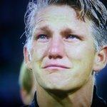 Bastian Schweinsteiger en larmes pour son dernier match avec la sélection allemande. #Légende https://t.co/H23JkpATa9