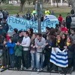 Cada vez más gente para la llegada Celeste a Mendoza. @TIRANDO1010 en vivo. https://t.co/wKRb2v2QRs