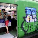 【渋谷のシンボル】「青ガエル」に落書き…黒いスプレーで英文字? https://t.co/xntd1KK4lK 区は被害届を出す予定。青ガエルはハチ公広場に設置されている旧東急5000系車両で、外国人向けの観光案内所となっている。 https://t.co/CTVbgxlIMi