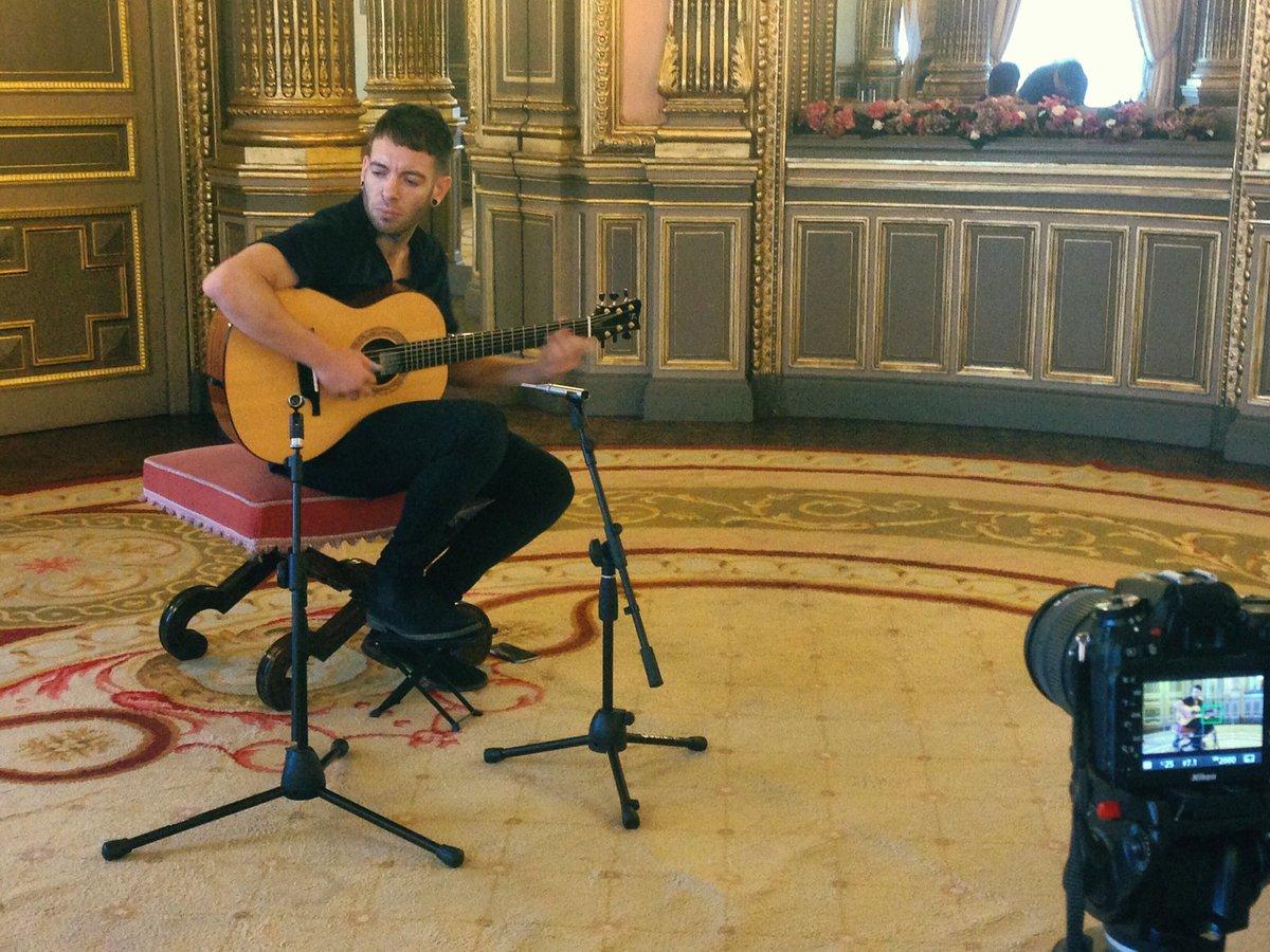 Ya está sonando en nuestra sala las canciones de @piporomero83 para #MúsicaenPalacio. ¡Pronto el vídeo en la web! https://t.co/oZKelLwtd0