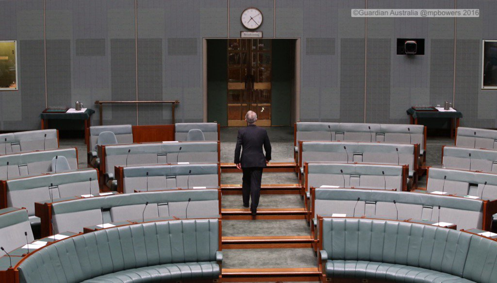 PM Malcolm Turnbull leaves the chamber after his govt lost 2 divisions this evening @gabriellechan @GuardianAus https://t.co/W1ftScgOZ6