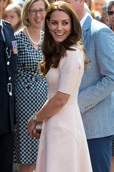 #KateMiddleton wearing #lelarose double faced twill elbow sleeve dress from Resort'16!  @KensingtonRoyal https://t.co/VPUEg8R5Wv