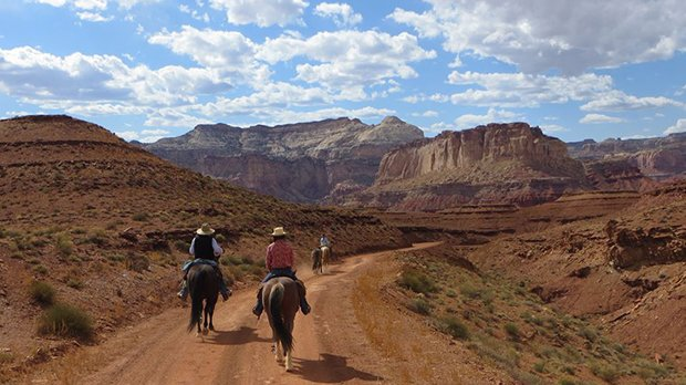Top horseback riding and ranch travel deals @Equitrekking https://t.co/w1EZ2UFLGP #traveldeals #ranches https://t.co/GL1BBbhKQn