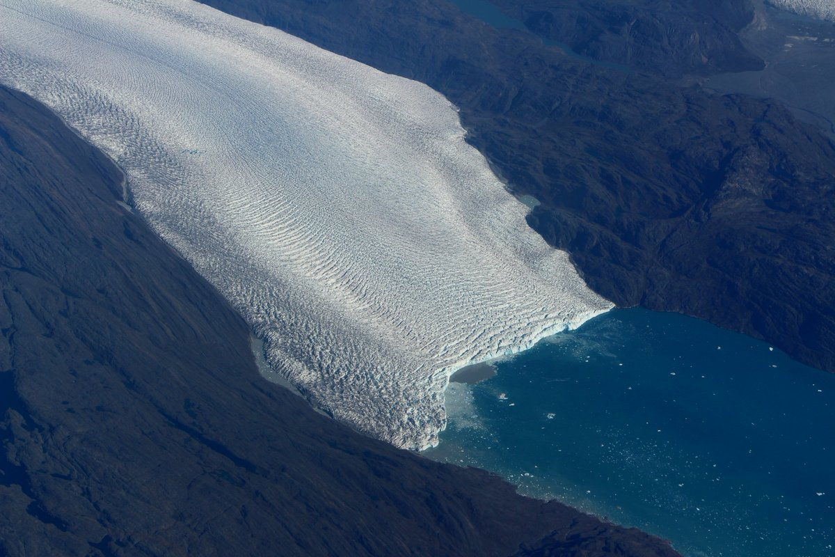 Also from today's #IceBridge flight: Tidewater terminus of a glacier (name unknown) in the far SW of Greenland. https://t.co/OI5pRmzGPN