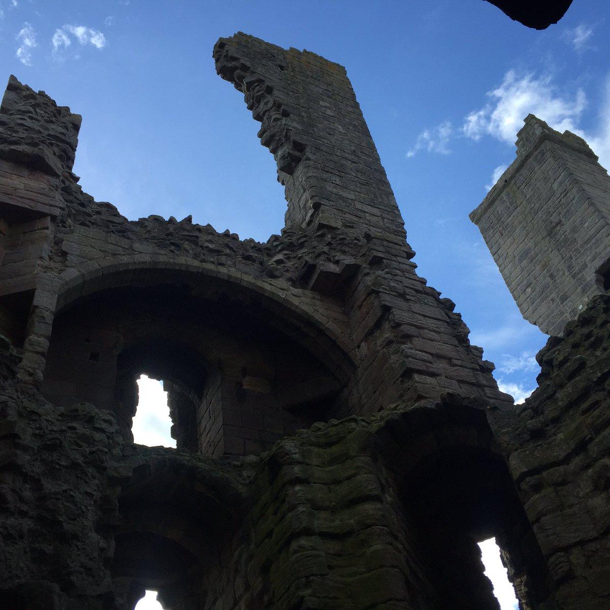 Just your massively above-average coastal walk, Craster to Embleton via Dunstanburgh Castle. https://t.co/wGRZ8b4LKG