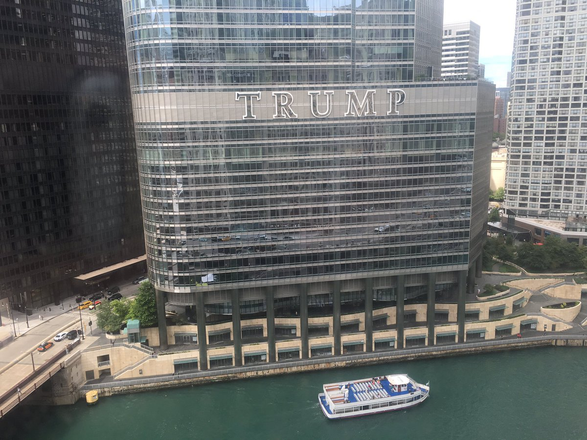 Cuando tu viaje inicia mal, las notis de SpaceX, llegas a Chicago, haces checkin, habres las cortinas y ves esto :-( https://t.co/GDKeZbMUDB