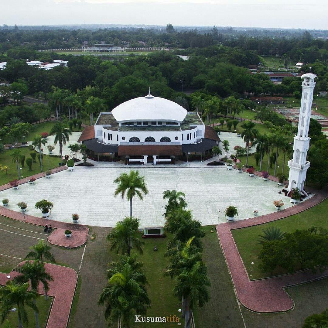 Masjid Istiqamah - Komplek Perumahan Arun - Lhokseumawe, Aceh.  Photo @kusumatifa  #JumatBerkah https://t.co/4cNGDv91In