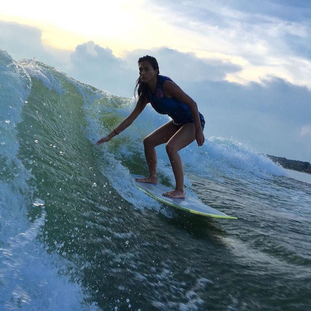 #wakesurfing as the #sunsets ???????????? https://t.co/FpQFzhFzDe https://t.co/vvOKNi2soq