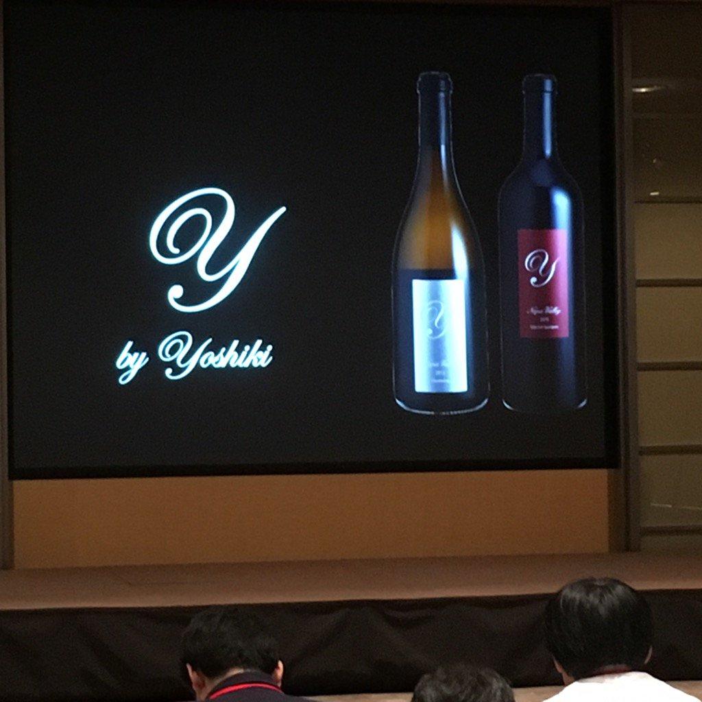 かなりグレードの高いワインの様。沢山作っていないので、稀少価値があると、モンダビ氏が言っています。ミュージシャンが遊びで作ったのではなく、ワインの専業者だったとしても妥協のないワインを作ったと、ヨシキ。 https://t.co/ZLkqzcM72W