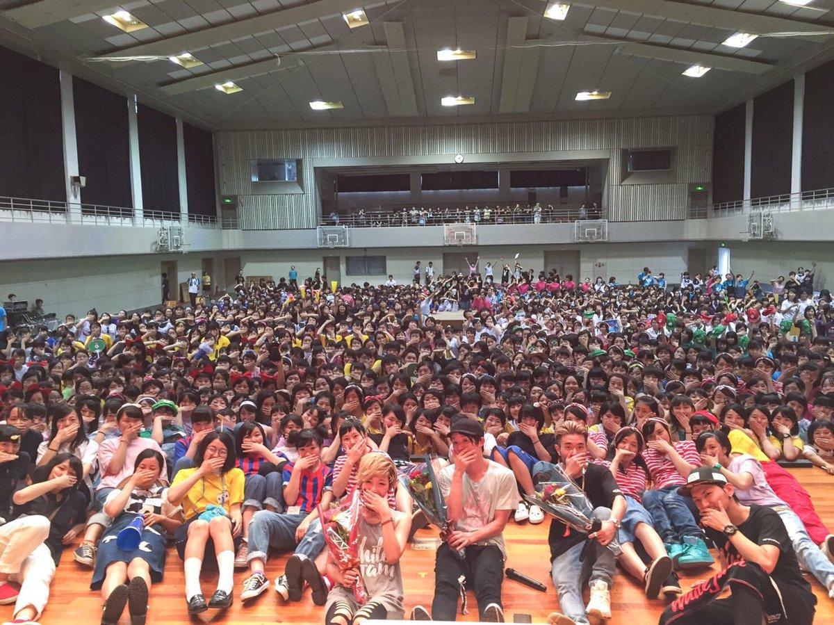 仙台の常盤木学園高校の学園祭にてWHITE JAMサプライズライブしてきました。  高校生のパワーと、熱気で汗だくになりました(笑)  皆さんありがとうございました✨  明日はイービーンズにてフリーライブですよん。 https://t.co/VZEs2Zu6qD
