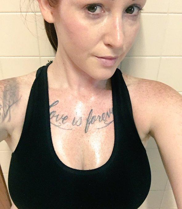 No make up. Sweaty. Yum https://t.co/2qApY10uww