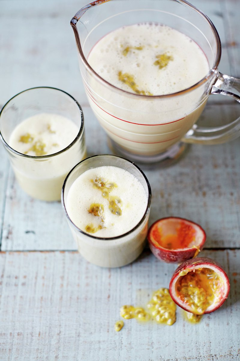 #recipeoftheday perfect brekkie for Monday morning almond banana & passion fruit smoothie https://t.co/BKCur0mTpb https://t.co/8pQ3f2june