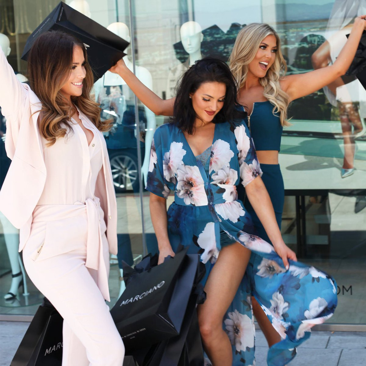 The weekend has arrived: @OliviaPierson @NatalieHalcro & @SophiaPierson celebrate in style ⭐️ #Marciano https://t.co/B1Qh0z1oDf