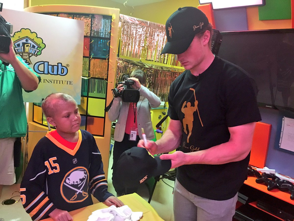 A @Jack_Eichel11 visit always means autographs in the Lion's Den! Jack, your support of @CarlysClub means so much. https://t.co/tjkcFGc96T