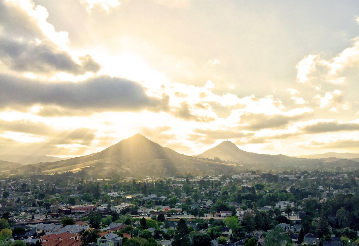 Cal Poly San Luis Obispo has the #1 Best College Town in America! #CalPolyProud https://t.co/NUGqdJ6Kx7 https://t.co/aHIYLLmMyK