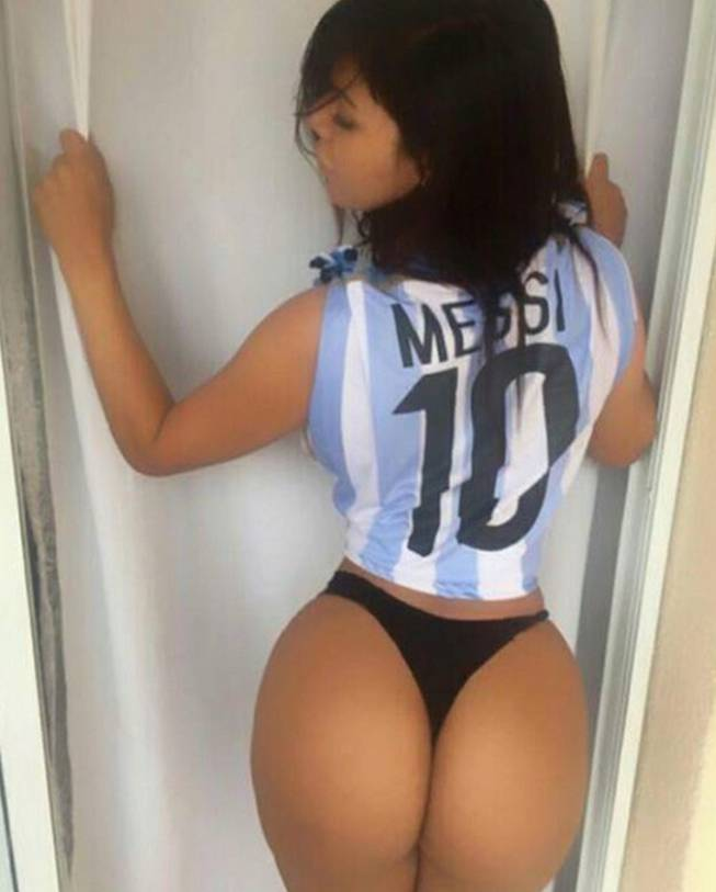 RT @ASMexico: TIKITAKAS   Miss Bumbum celebra la vuelta de Messi a la selección argentina https://t.co/Z37yUMK4zo https://t.co/DXCBtbbpIJ