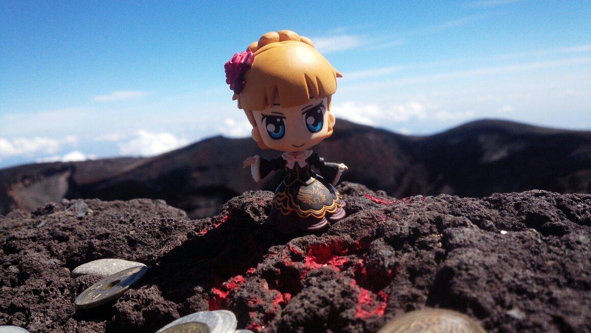 富士山山頂でベアトちゃんの召喚に成功っ!!(*´∀`) https://t.co/3aDF8lnAjN