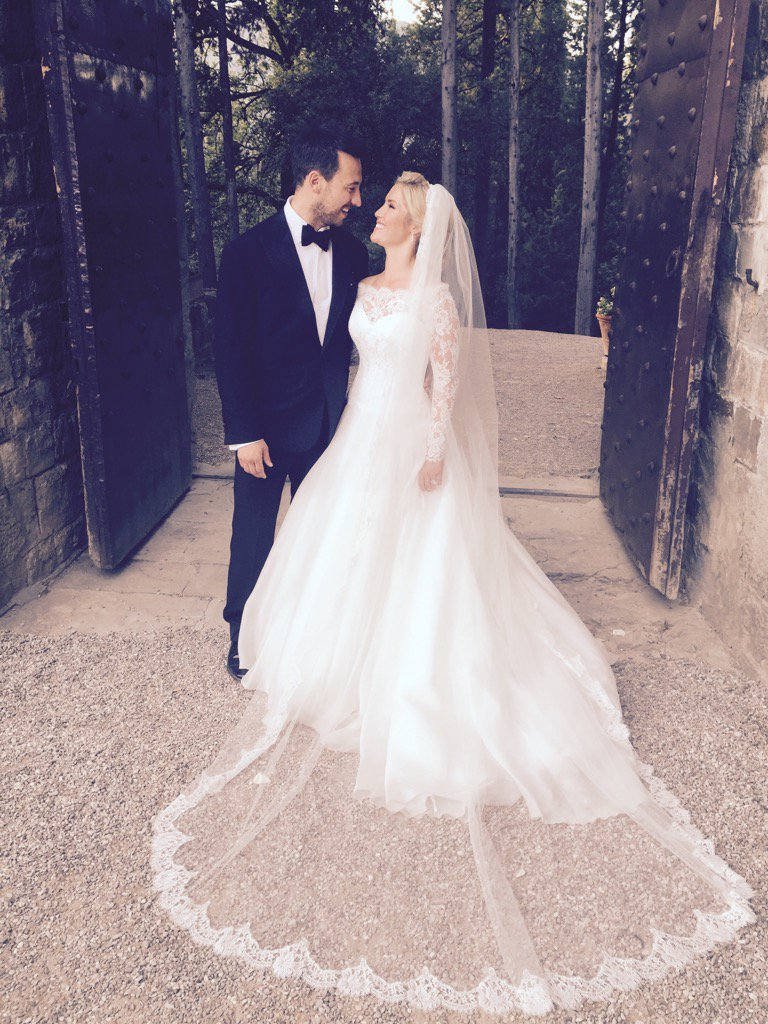 So this just happened... Mr & Mrs Partakis ❤️ On cloud 9! I love you my Husband @alexpartakis X https://t.co/S1eahKkxmO