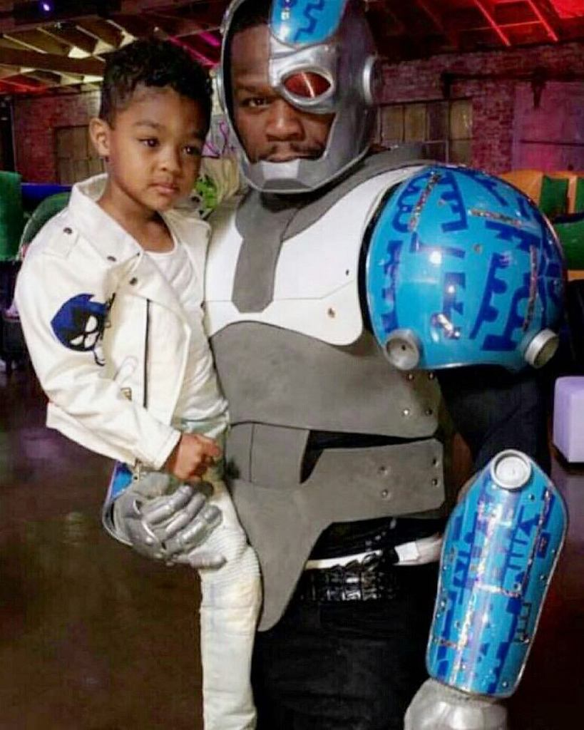 Lol ???? the kid said he want a cyborg I said ok, then he said I want daddy to be cyborg.????wha… https://t.co/MCDFsJXpHB https://t.co/MMBklc16p0