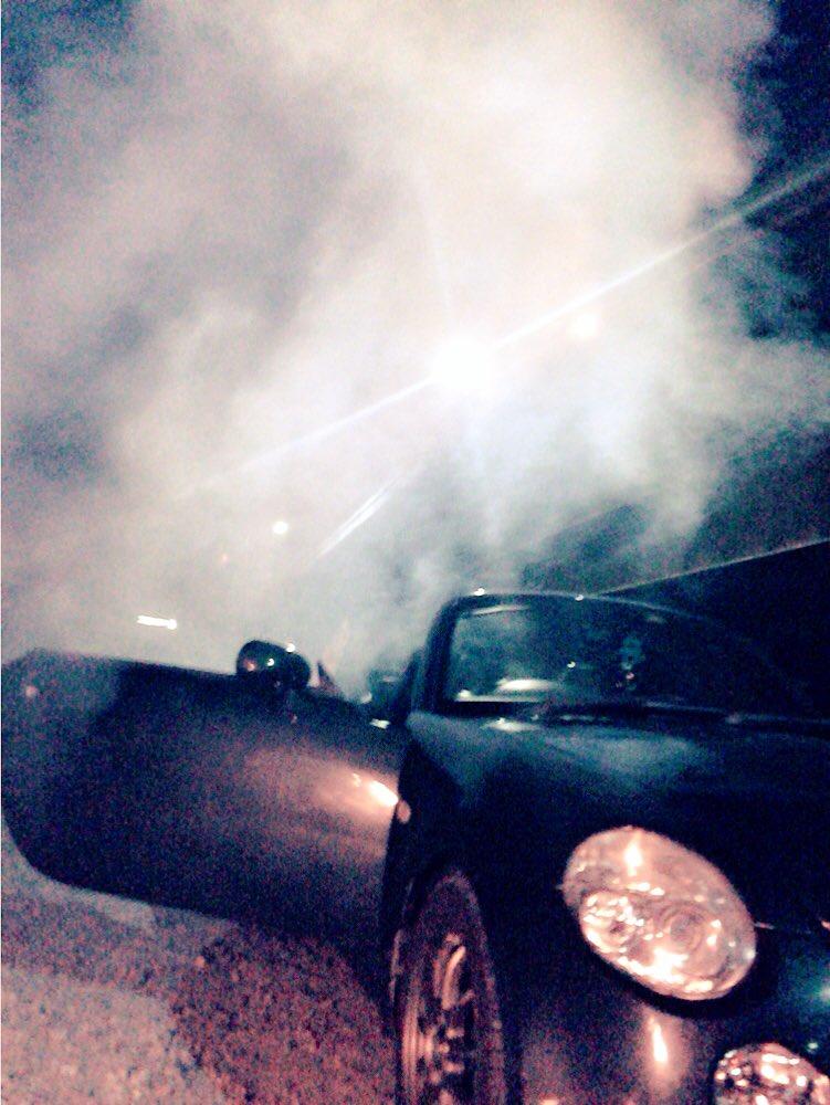 オープンにしたまま花火してたら 車の中若干煙たい... https://t.co/mKhDlTXxEG
