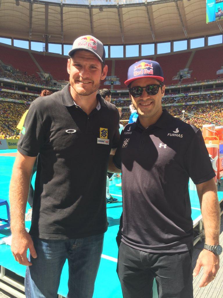 Os campeões do vôlei de praia, Alison e Bruno Schmidt, também prestigiam o time de Bernardinho no Desafio de Ouro!