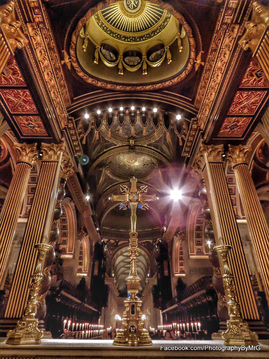 The High Altar of @StPaulsLondon Late Opening last night for #fireoflondon commemorations - a rare chance for photos https://t.co/boxmota6rF