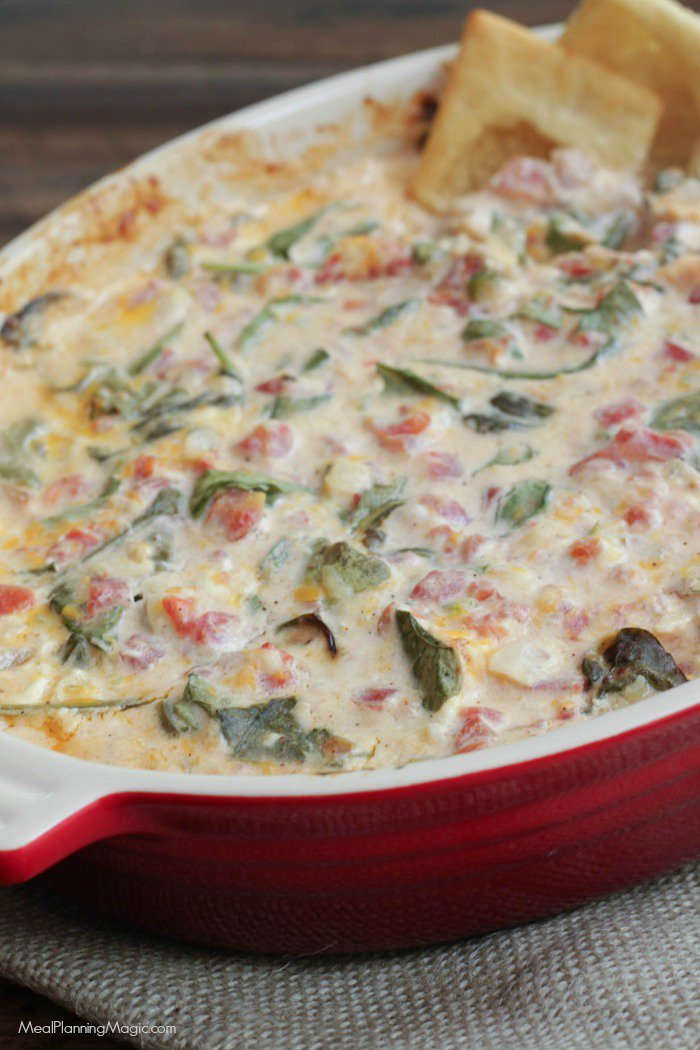 Mexican Spinach Dip is a delicious twist on a favorite full of veggies too! #SundaySupper  https://t.co/EWfyyIrblJ https://t.co/sj6mUHVf4U