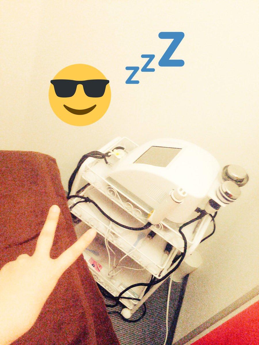 あかりんとバイバイしてから 大阪の友人と急遽キャビテーションをしてきました超音波を脂肪細胞にあてて壊すからリバウド無し。 細くなってほしい二の腕とひざ下にあてたよ(ω) 上半身もホットパックで汗ダラダラ。 https://t.co/JZIBf8sgvl