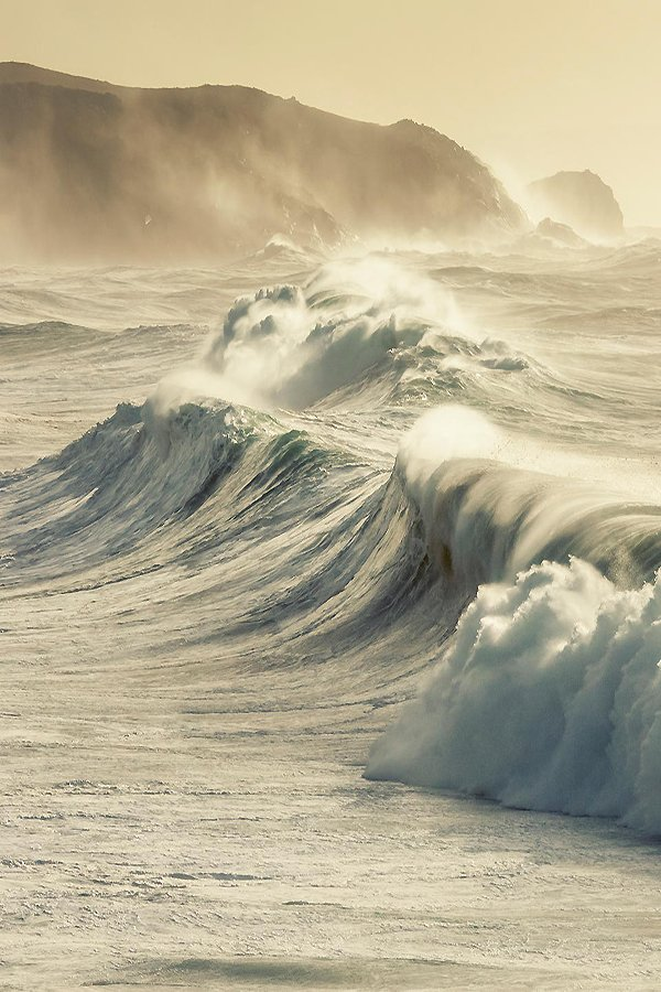 La voce del mare racconta, rombo imperioso della sua forza scabordio di un onda distratta concerto divino risuona https://t.co/TXQnWKf0RA