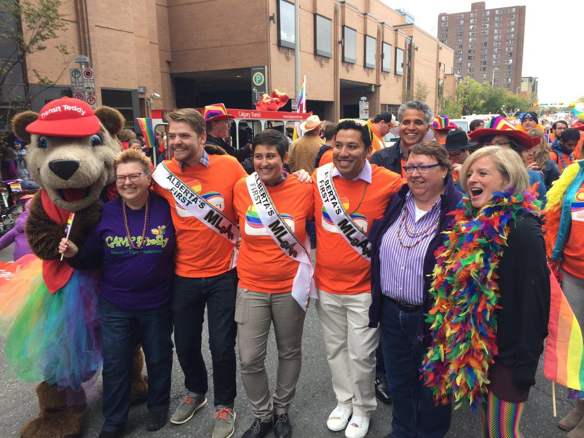 Premier @RachelNotley @_RicardoYYC @ECortes_Vargas @NDPMikeC + friends ready for @CalgaryPride. #YYCPride #ableg https://t.co/lm8e5d8fTo