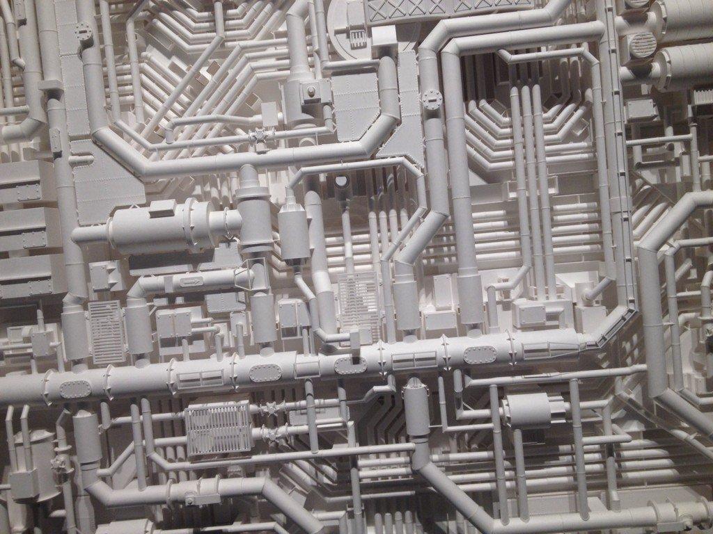 藝大から三越前に移動する途中でレントゲンヴェルケに寄る。伊藤航さんの個展。作図の類を一切せず、いきなり紙にカッター入れてこれだもんなぁ。凄まじい。 https://t.co/qcp1eYHNct