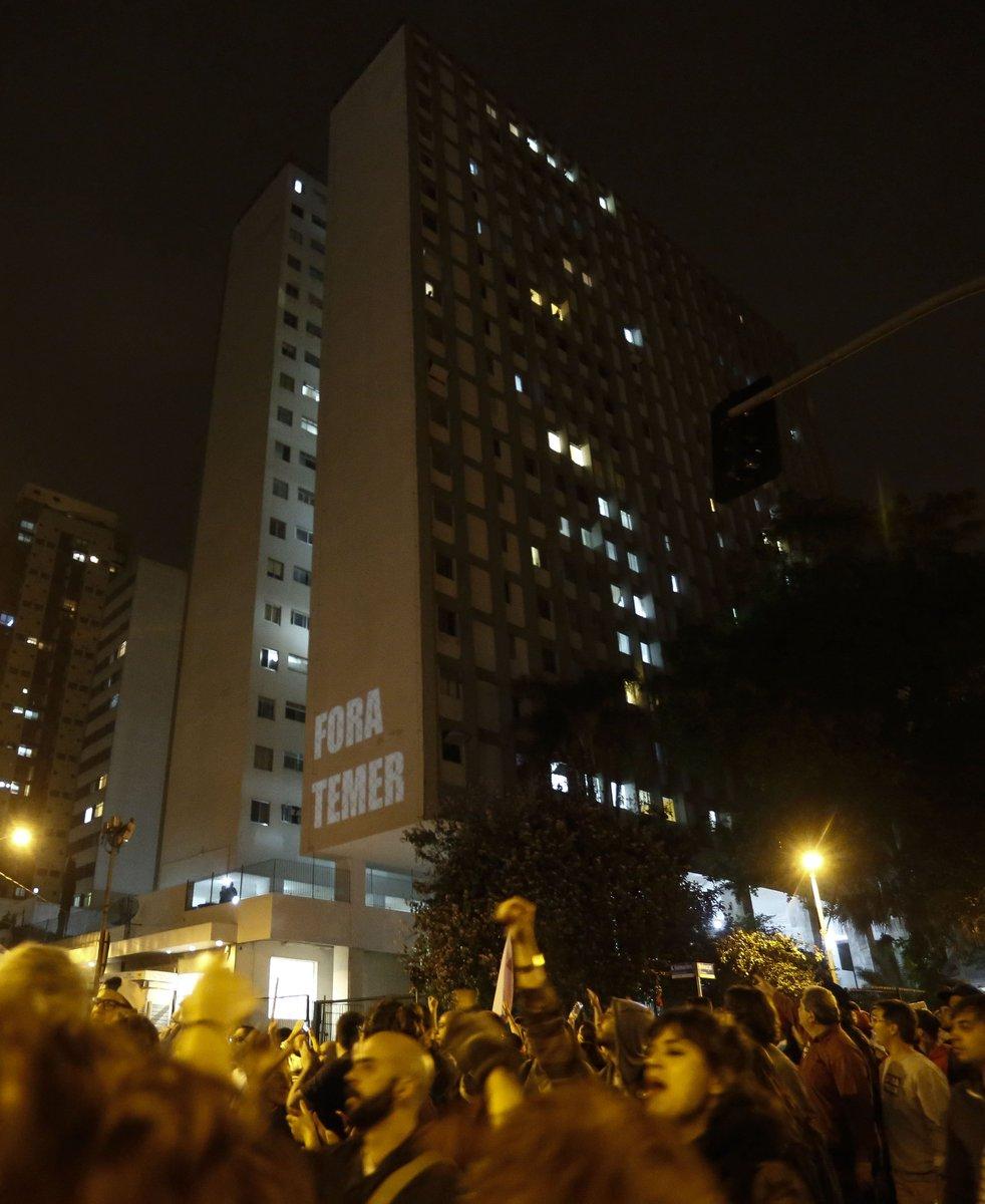 PM atira bomba e acaba com protesto pacífico contra Temer em SP; Largo da Batata está vazio https://t.co/73R0Ec0tR3