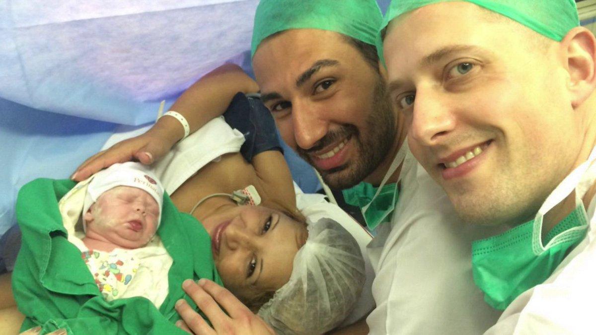 Mulher oferece ventre para bebê de filho gay com marido francês dele