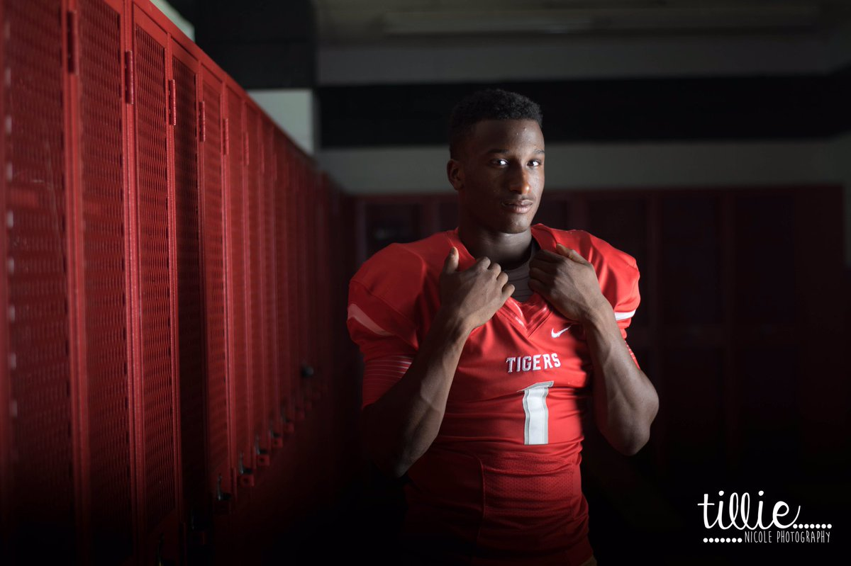 Epicness 2day w/ @roshauudpaul1! He's a 2x #statechamp & is so humble! #bremondtigers #texasfootball  #tnpseniors https://t.co/EyjGl0GOmM